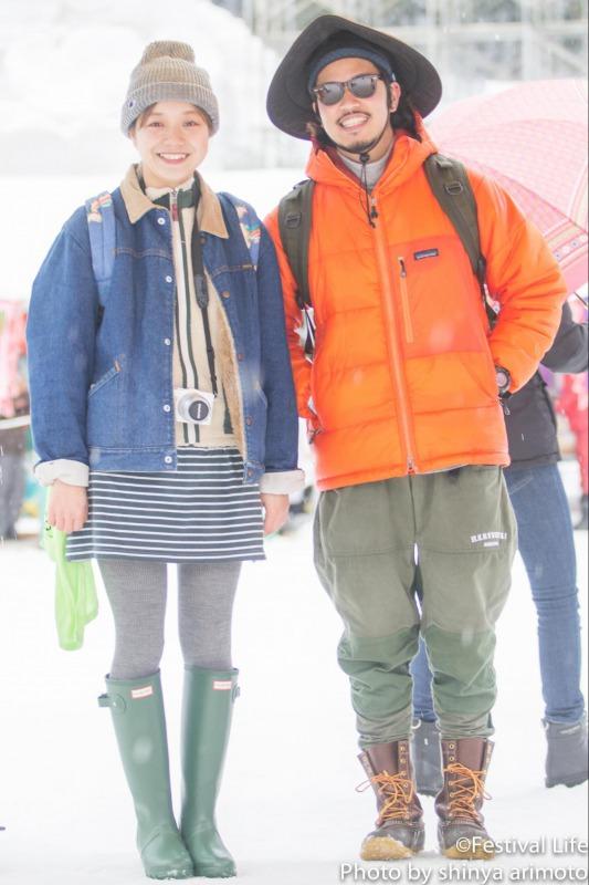 ▲HUNTERの長靴は雪国でも大活躍。オレンジのPatagoniaのダウンは見た目もとっても暖か。