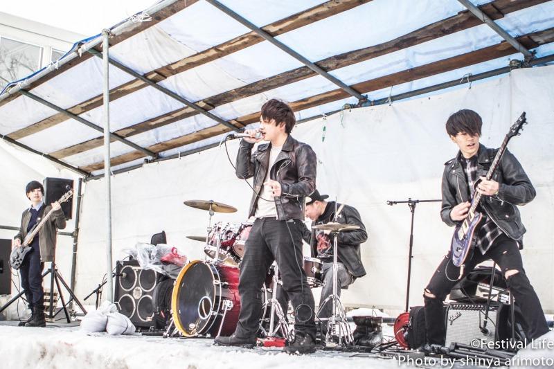 ▲サブステージでは地元高校生バンドの熱演も。