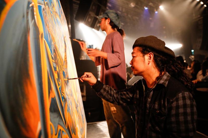 ▲メインステージの隣ではライブペイントも Photo by上山陽介