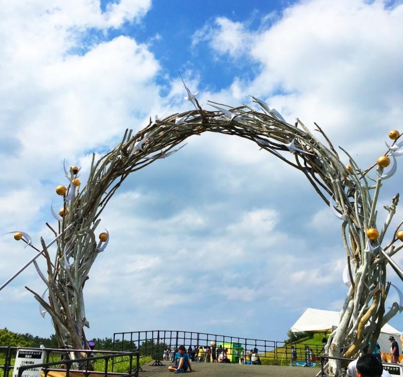 会場入口ではサークル(円)のゲートでお出迎え!