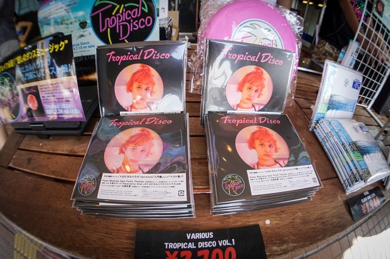 入り口にはトロピカルハウスがぎっしり詰まったTROPICAL DISCOオリジナルコンピレーションアルバムも