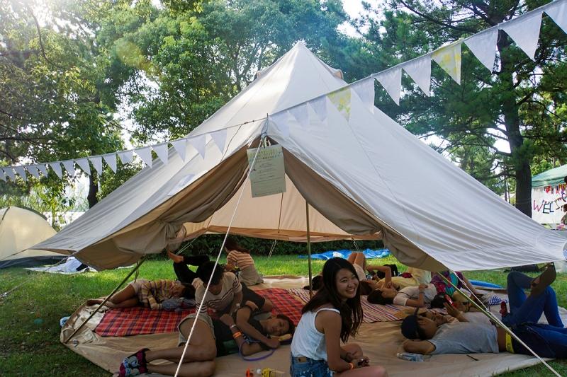 リラックスキャンプエリアがあり、疲れたらこんな心地よい空間で一休みもできちゃいます