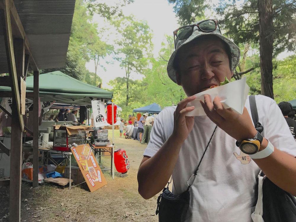 魅惑のキャンプフェスで食べ歩き | フェス飯ハンターの突撃フェスご飯!(滋賀・寝待月のショー)